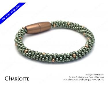 """Bracelet  """"Charlotte"""" en vert et soupçon de champagne"""