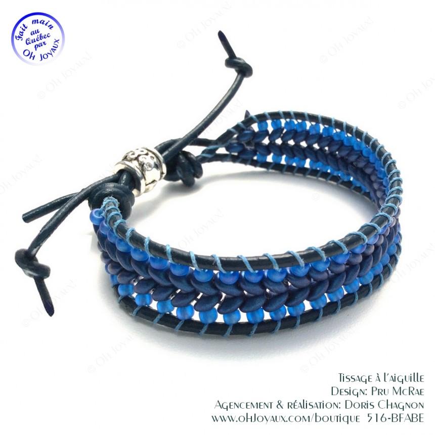 Bracelet de cuir et billes de couleur marine