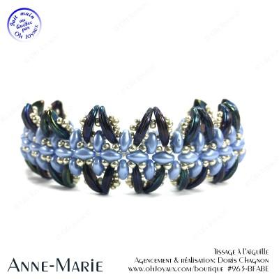 Bracelet Anne-Marie dans les tons bleu pâle, marine et argenté