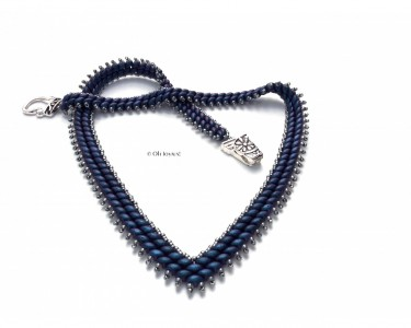 "Collier ""To-The-Point"" bleu denim"