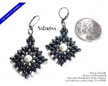 """Boucles d'oreilles """"Sabrina"""" de couleur hématite et blanc"""