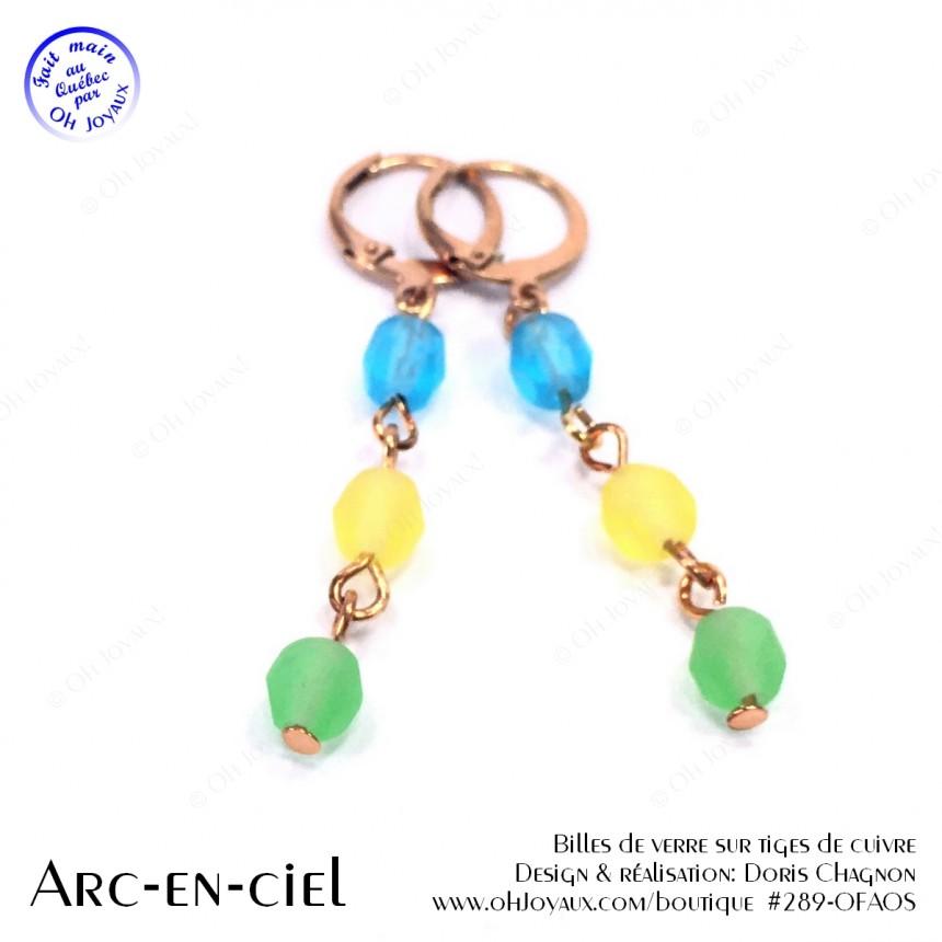 Boucles d'oreilles Arc-en-ciel sur tiges métalliques de couleur champagne